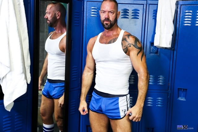 Men-Over-30-nude-bodybuilder-muscle-hunk-Vic-Rocco-locker-room-ass-fingers-tight-smooth-hole-001-male-tube-red-tube-gallery-photo