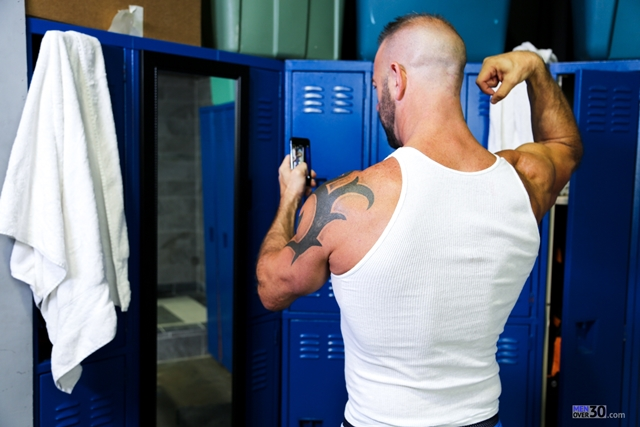 Men-Over-30-nude-bodybuilder-muscle-hunk-Vic-Rocco-locker-room-ass-fingers-tight-smooth-hole-002-male-tube-red-tube-gallery-photo