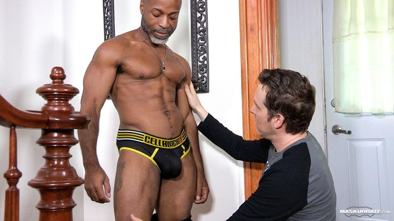 Maskurbate-DILF-Dad-I-like-to-fuck-hot-mature-men-worship-muscular-bodies-Robert-well-hung-black-guy-huge-ebony-9-inch-long-uncut-thick-dick-01-gay-porn-star-sex-video-gallery-photo