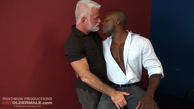 hotoldermale-sexy-black-naked-muscle-stud-osiris-blade-11-inch-ebony-dick-breeds-older-daddy-jake-marshall-mature-asshole-002-gay-porn-sex-gallery-pics-video-photo
